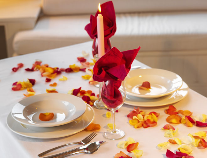 Comment faire renaitre la flamme dans un couple euro bsn for Deco table st valentin